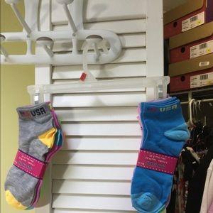 6 pairs of socks